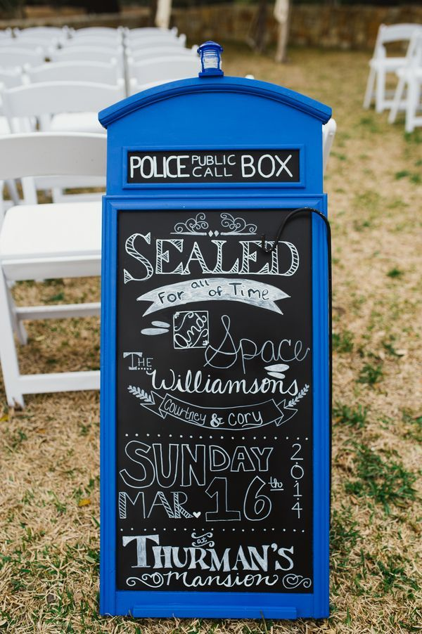Courtney Cory S Doctor Who Wedding In Texas Tardis Chalkboard Sign Catie Bartlett Photography