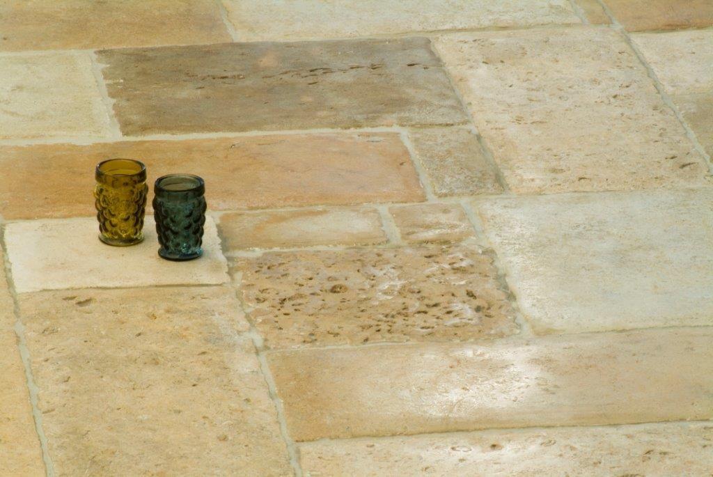 Alsof de natuursteen vloer al honderden jaren ligt