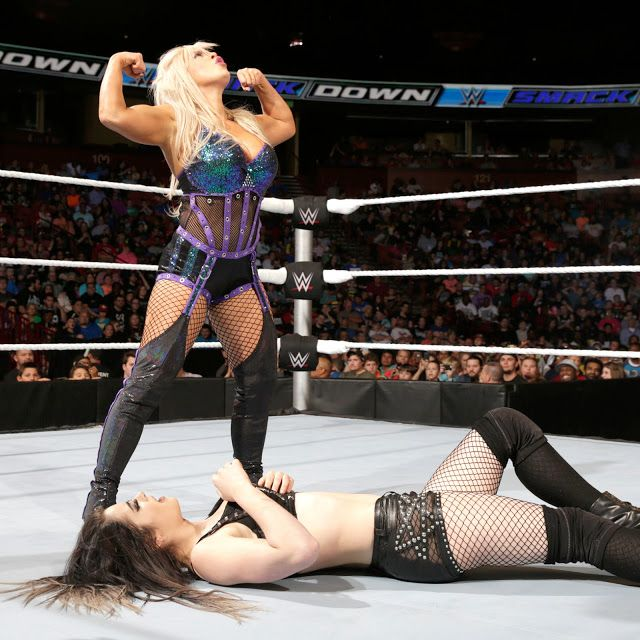 Female Wrestling: Paige vs Dana Brooke - Smackdown!