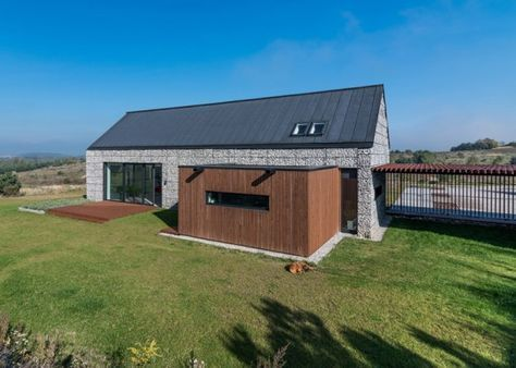 Fachada de casa de campo de piedra y madera Fachadas de casas - fachada madera