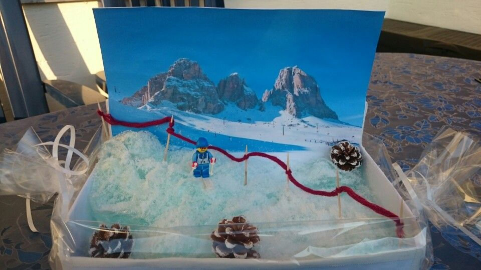 Ein Ski Gutschein Winterlich Verpackt Handarbeit