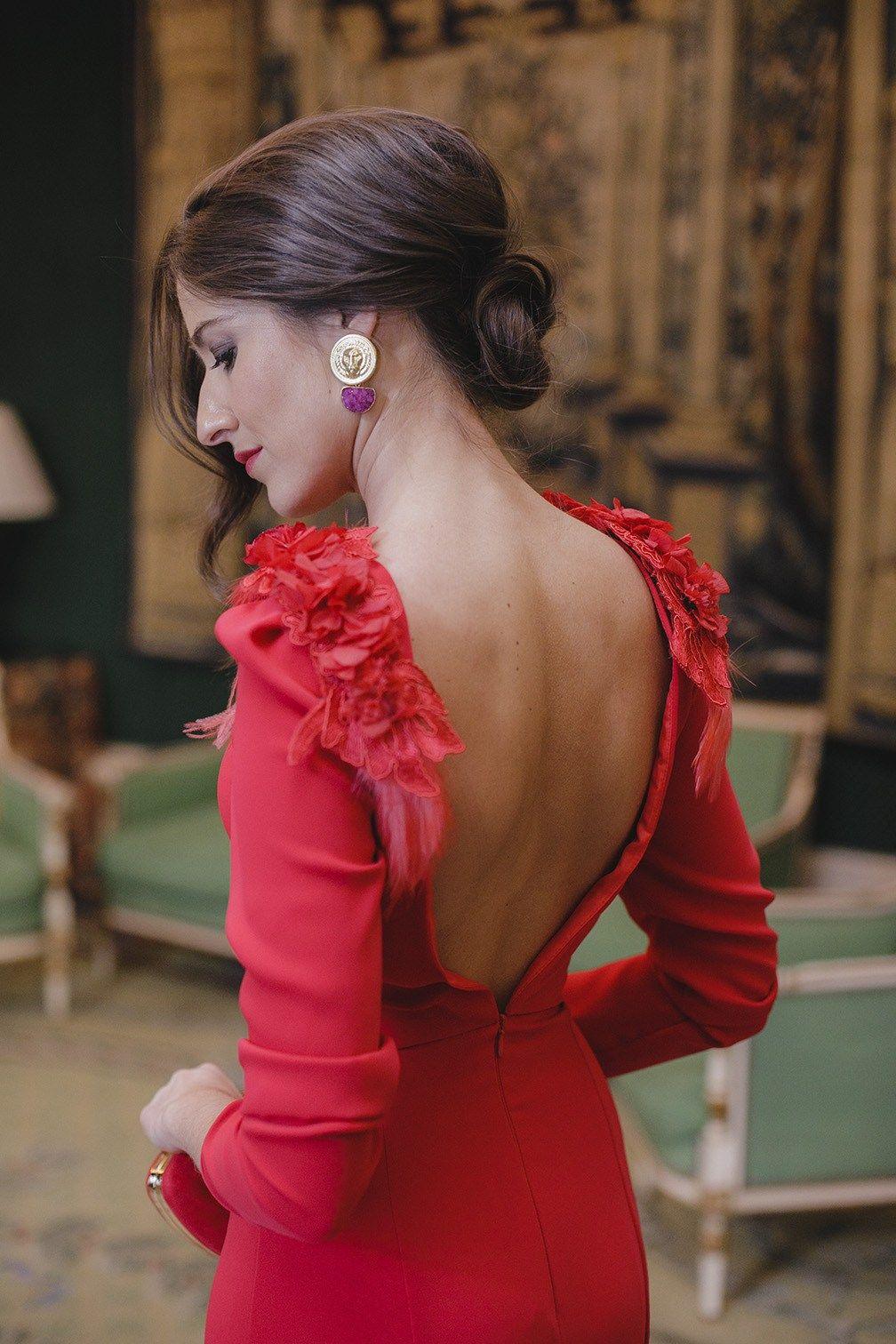 Look Invitada Boda Noche Vestido Rojo Largo Espalda Sopa