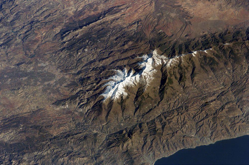 Granada y Sierra Nevada, a vista de pájaro /  Granada and Sierra Nevada, bird's eye view
