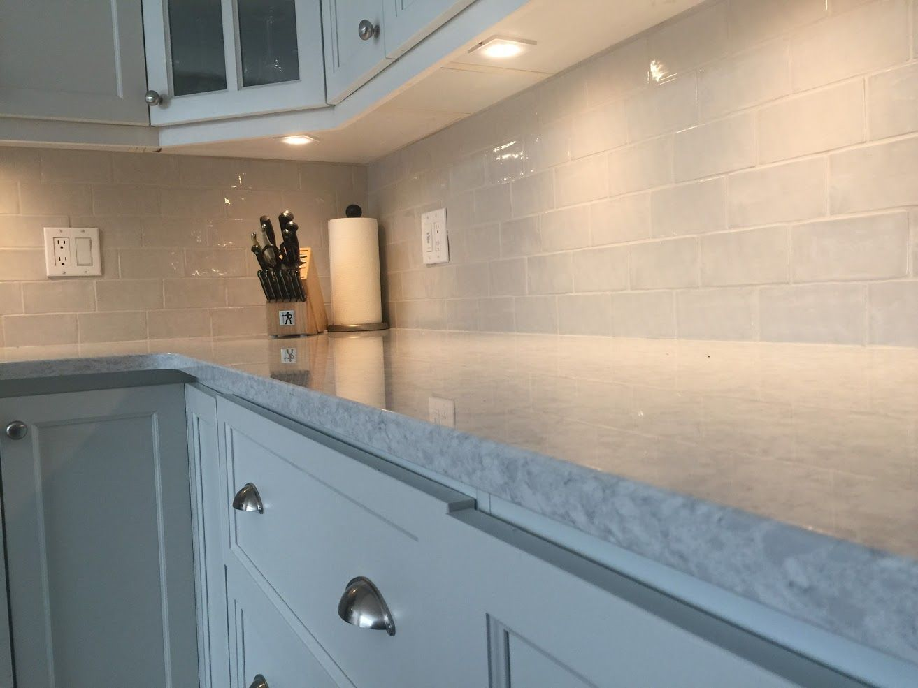 Backsplash Undercabinet Lighting From Lowes And New Countertops By Costcocanada New Countertops Under Cabinet Lighting Countertops