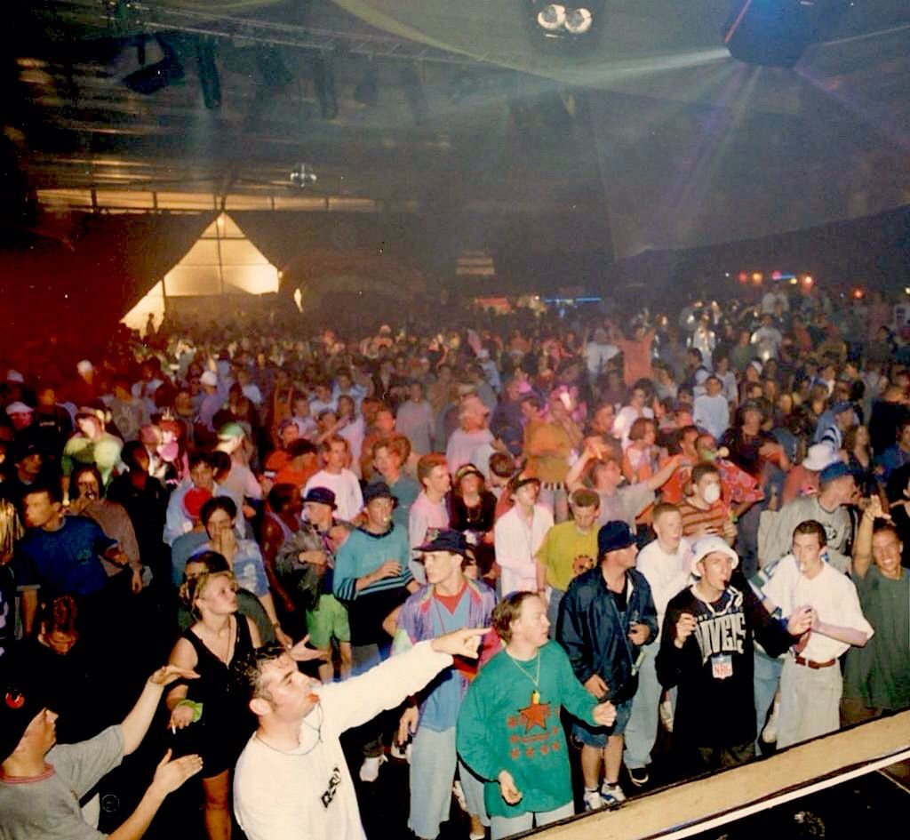 A photo of ravers from england in the late 1980s early for 1990 house music
