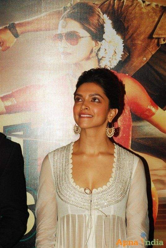 Shah Rukh Khan And Deepika Padukone Unveiled The First Look Trailer Of Movie Chennai Express Chennai Express Becoming An Actress Deepika Padukone