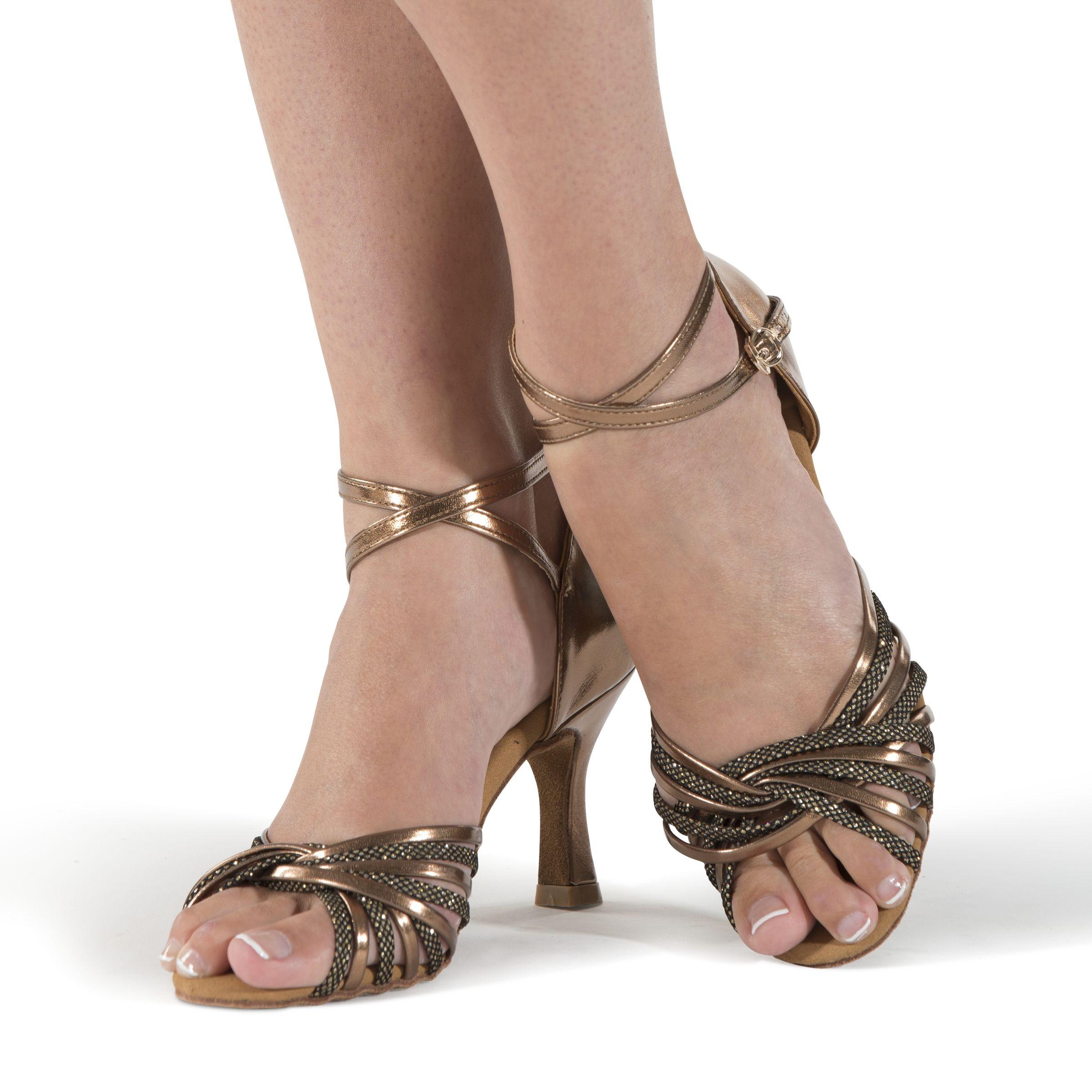 88f712652d0 RED CARPET BRONCE. Sandalia de tiras cruzadas color cobre. 29