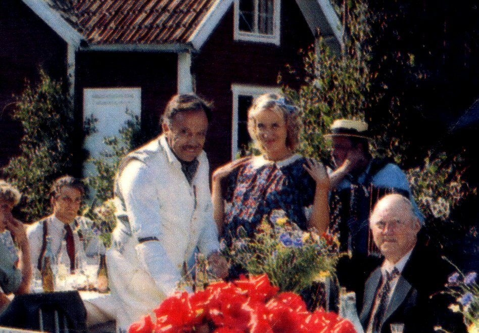 "In the summer of 1982 Agnetha took the first step towards work outside the group. She accepted her first film role in a Swedish movie ""Raskenstam"" directed by Gunnar Hellström. The film was about a Swedish Casanova who lived in Stockholm in the 1940s and was engaged with a lot of women at the same time. Agnetha played Lisa who was Raskenstam's only real love."