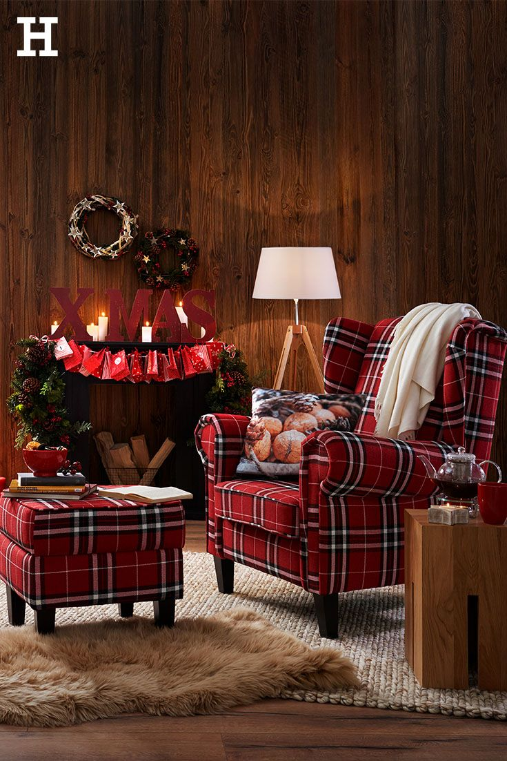 so wird es weihnachtlich ein gro er sessel mit hocker kuscheldecke und winterlichen dekokissen. Black Bedroom Furniture Sets. Home Design Ideas