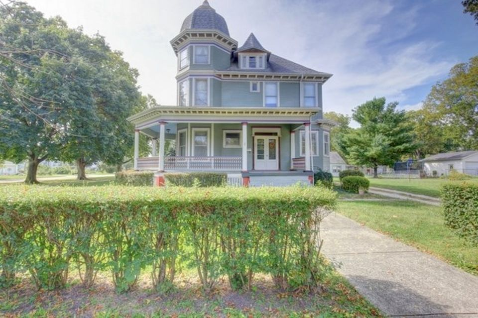 454 E Orleans St Paxton Il 60957 Mls 09753803 Zillow Gorgeous Houses Victorian Homes Victorian Architecture