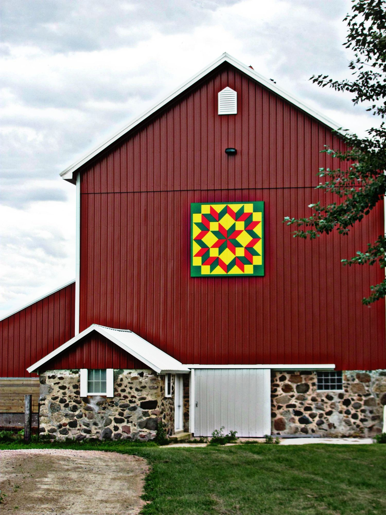 Barns: Quilt Square Barn