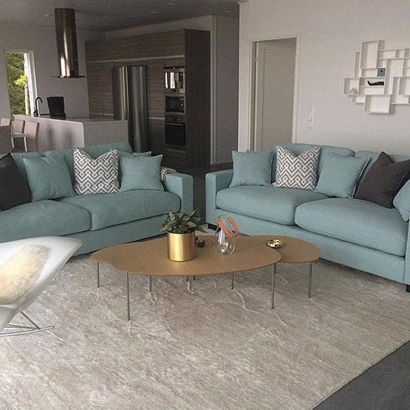 Turkos Valen soffa. Djup soffa, vardagsrum, linne, låg soffa ...