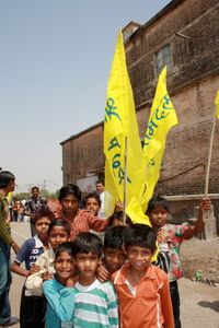 156031_Children_of_a_settlement_Bhopal_2012.jpg (200×300)
