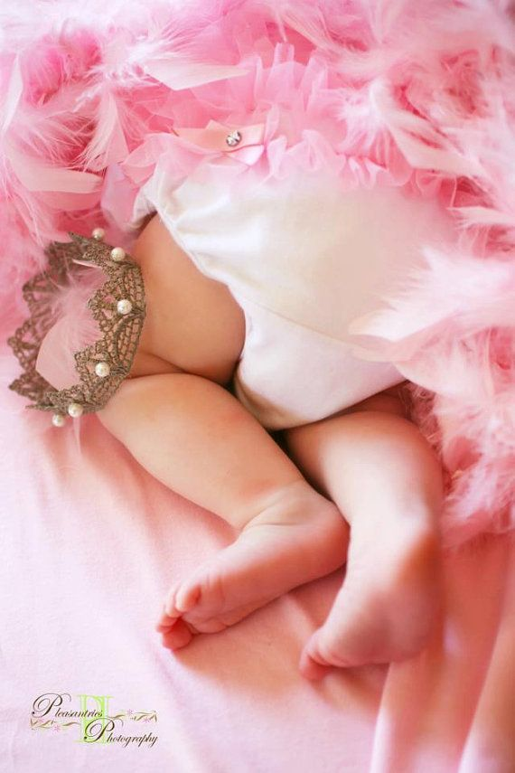 OMGosh! This is the cutest idea for a baby girl photo!