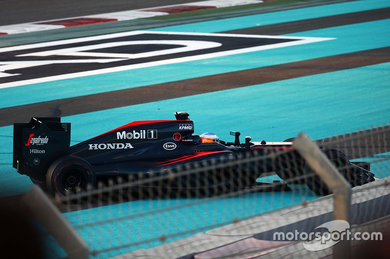 Fernando Alonso, McLaren MP4-30 off the circuit at the start of the race. at Abu Dhabi GP - Formula 1 Photos