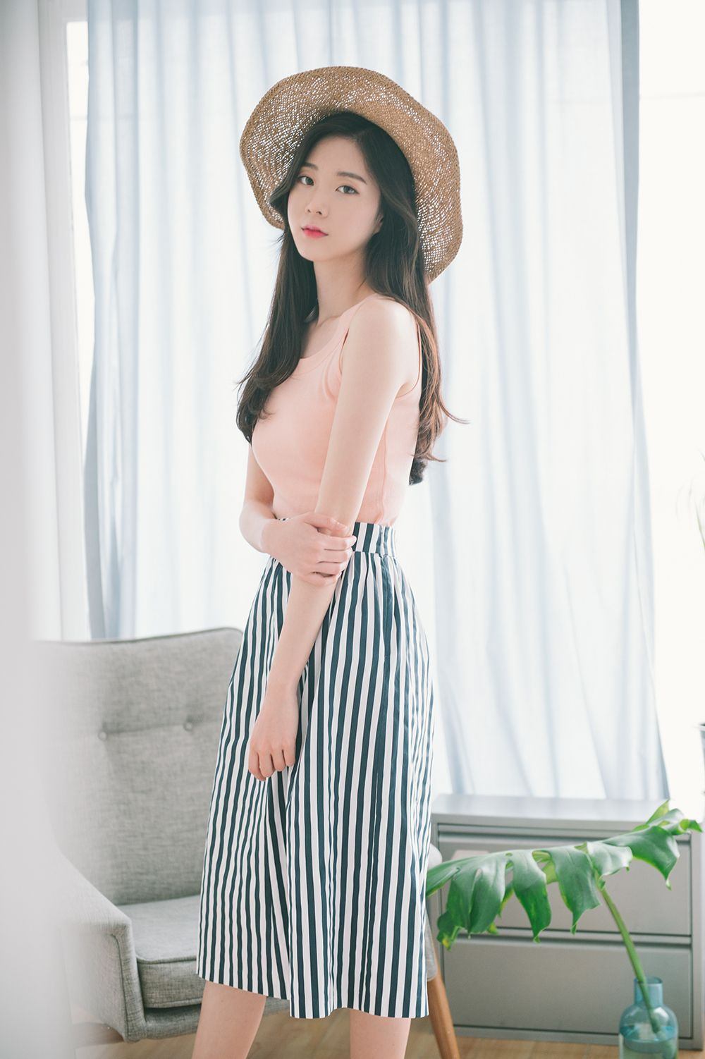 #mixxmix BAHAUS High-Waisted Striped Midi Skirt (CAHE) This gorgeous midi skirt comes with a striped print for an eye-catching look. #mxm #hideandseek #has #365basic #bauhaus #99bunny #heartclub #younggirlsfashion #koreanfashiontrend #streetfashion #dailyoutfit #koreanfashionstore #twinlook #twinslook #sisterlook