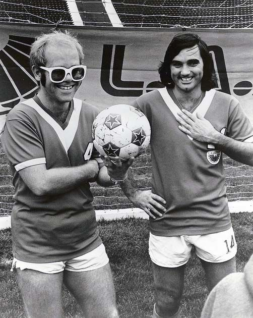 1976: Elton John & George Best with the LA Aztecs