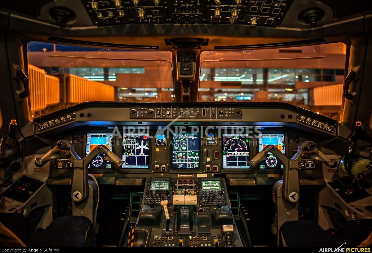 Republic Airlines Embraer 170 flight deck - photo by Angelo Bufalino