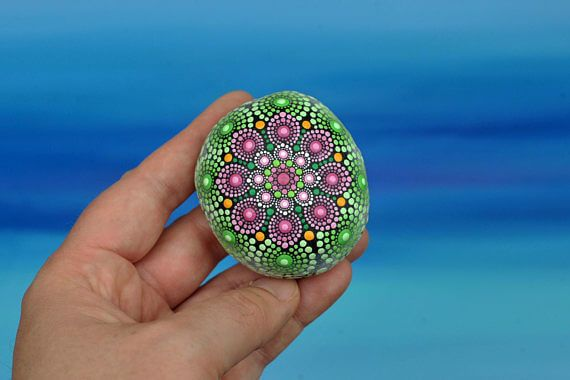 60+ DIY Mandala Stone Patterns is part of Mandala stones, Mandala, Stone painting, Flower art painting, Mandala painting, Stone - The art of mandala stone doting is a great way to enjoy your crafting  Here is a list of pictures of beautiful mandala stone doting ideas