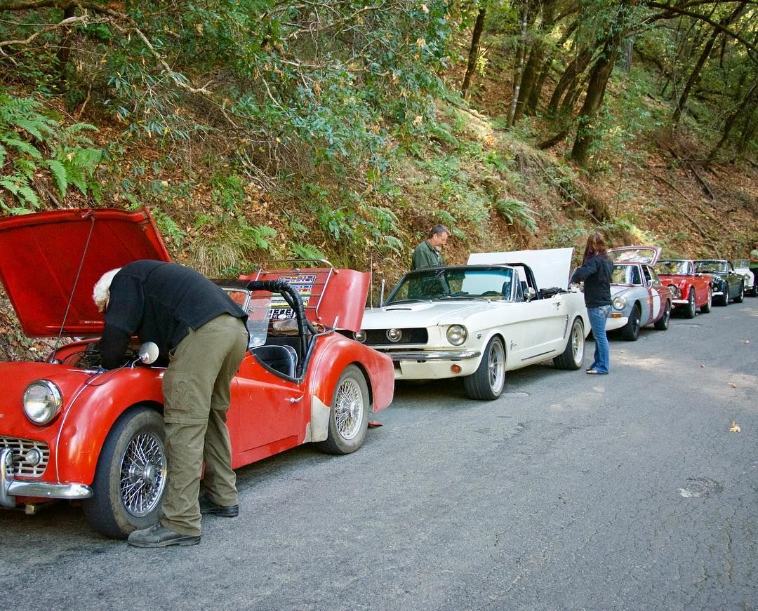 Safety Meeting/coil replacement on the California Melee Vintage Rally.