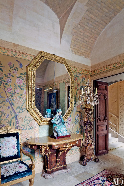 Step Inside Valentino Garavani's AsianInspired Château