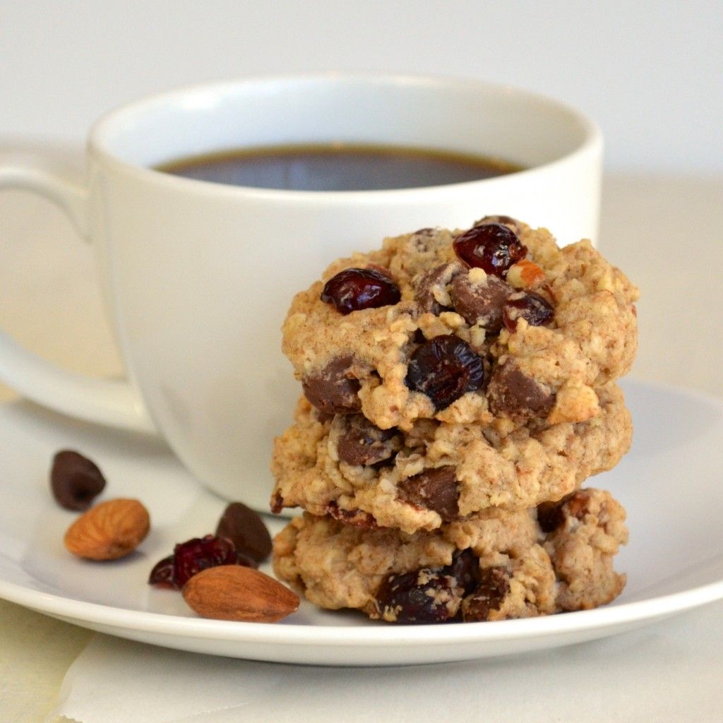 {Healthier} Roasted Almond, Dark Chocolate, and Craisin Cookies (83 calories per cookie)