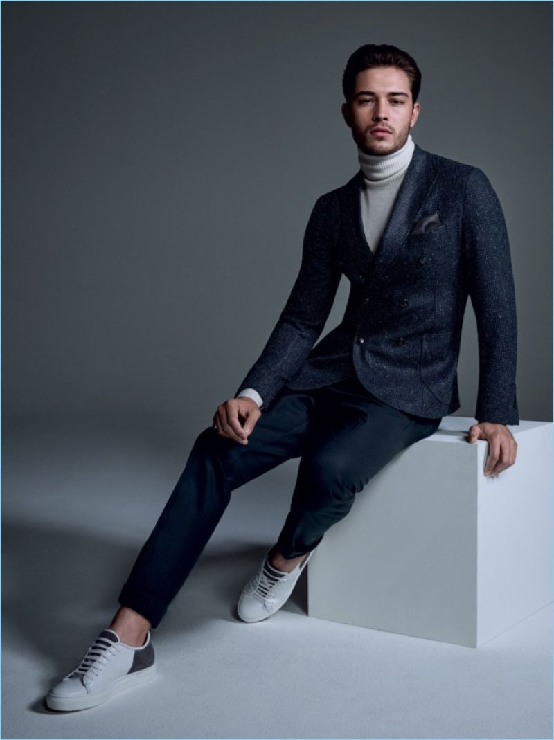 57383910e1 Francisco Lachowski dons a chic turtleneck and suit for Liu Jo Uomo's  fall-winter 2017 campaign.