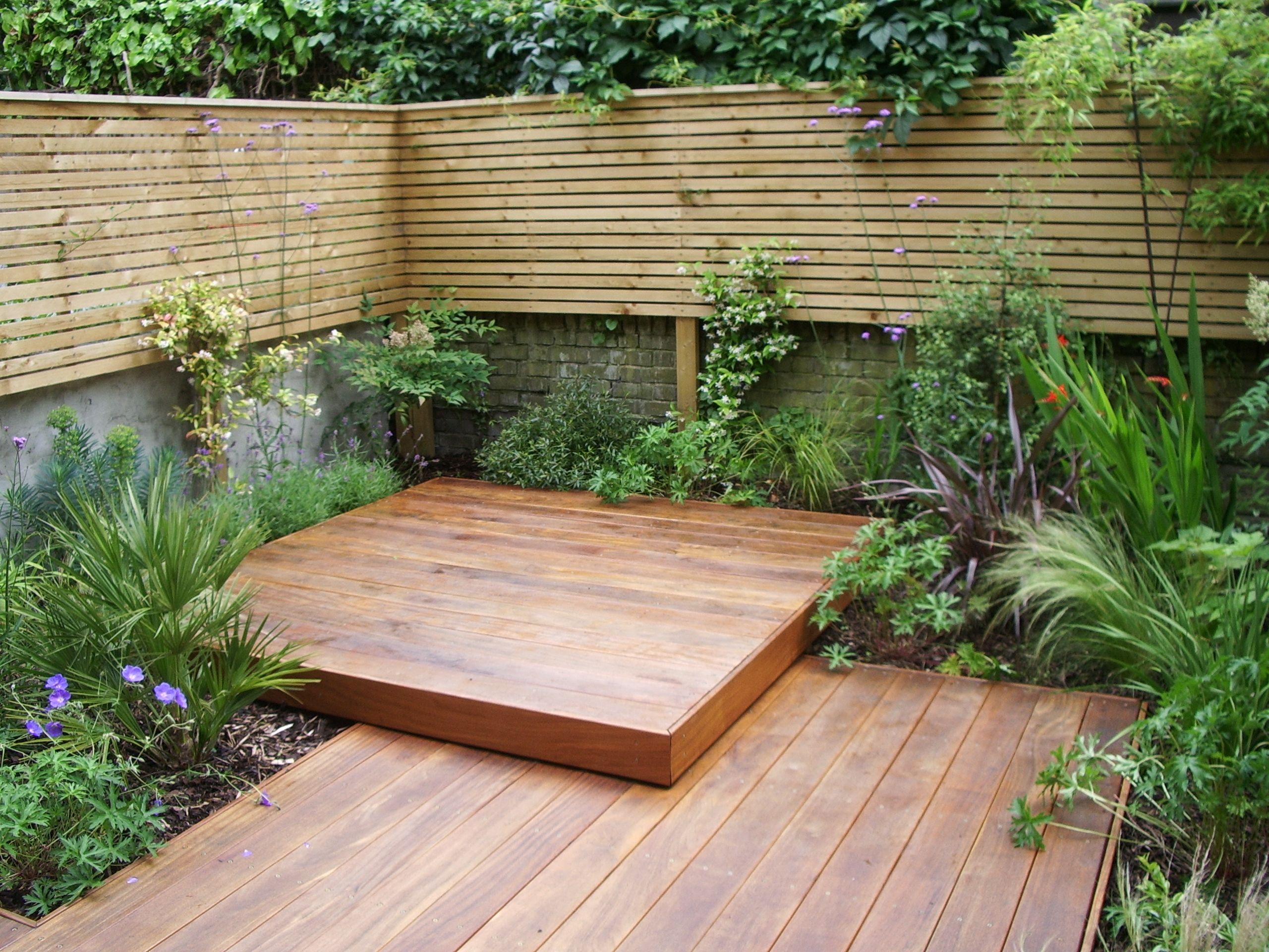 Small uk garden google search secret garden for Great small garden ideas