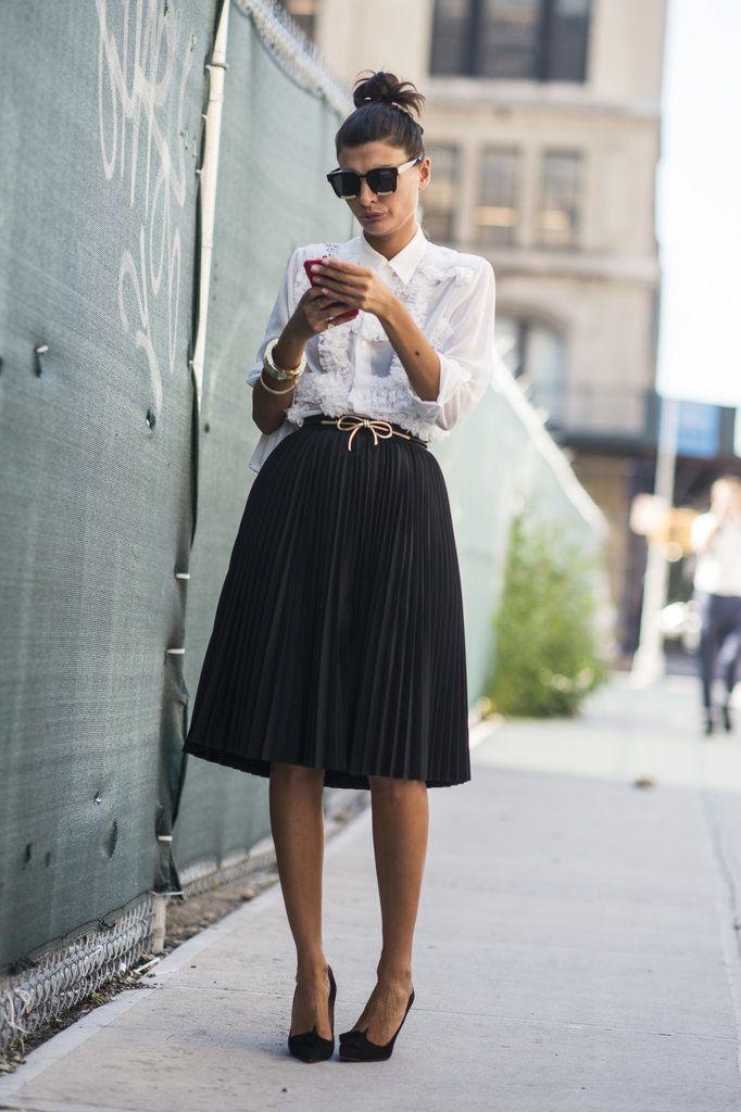 jupe longue pliss e avec chemise et escarpins tenue classe femme tendance mode femme l gante et. Black Bedroom Furniture Sets. Home Design Ideas