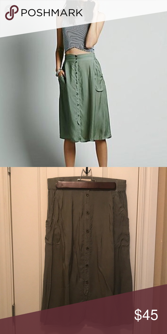 cd2d86c4e2 Free People Marina Button-Down Skirt Cute, easy, comfy skirt with side  pockets; not lined; 100% rayon Free People Skirts Midi