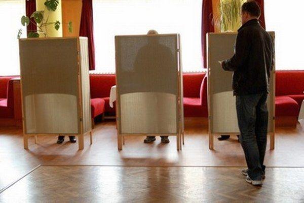 Nerozhodnutí voliči môžu pred eurovoľbami použiť kompas