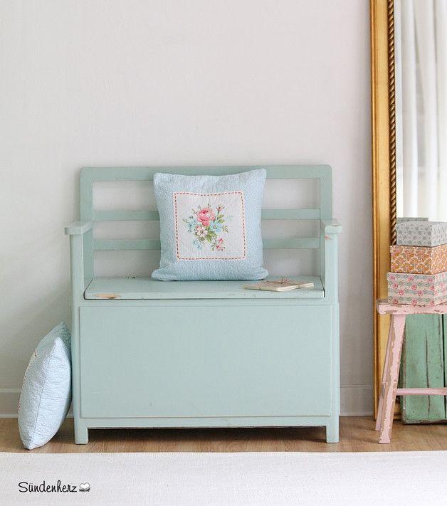Vintage truhe in zartem mint landhausstil vintage bank coloured in mint shabby chic made by - Truhe wohnzimmer ...