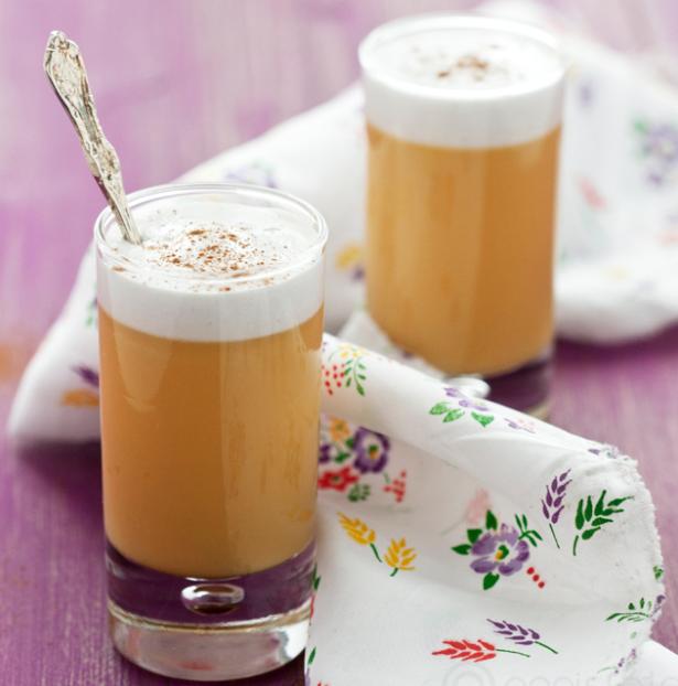 Ahora toca postre, y este es uno de los más tradicionales del recetario peruano: el suspiro de limeña. no es complicado de hacer, pero hay que tener paciencia.