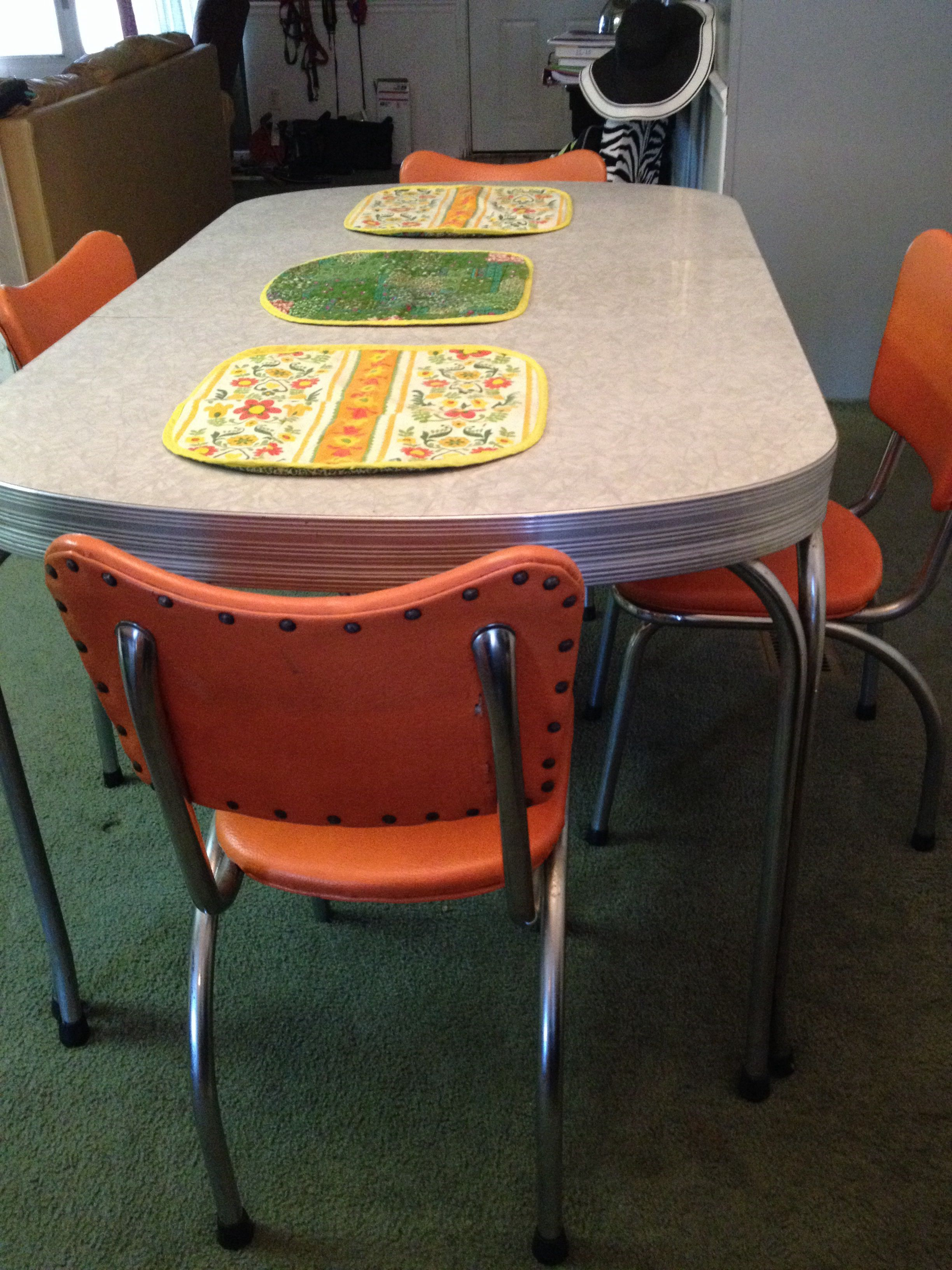 Found On Craigslist 1950s Chromcraft Dinette Kitchen Table Kitchen Table Settings Retro Kitchen Tables Red Kitchen Tables