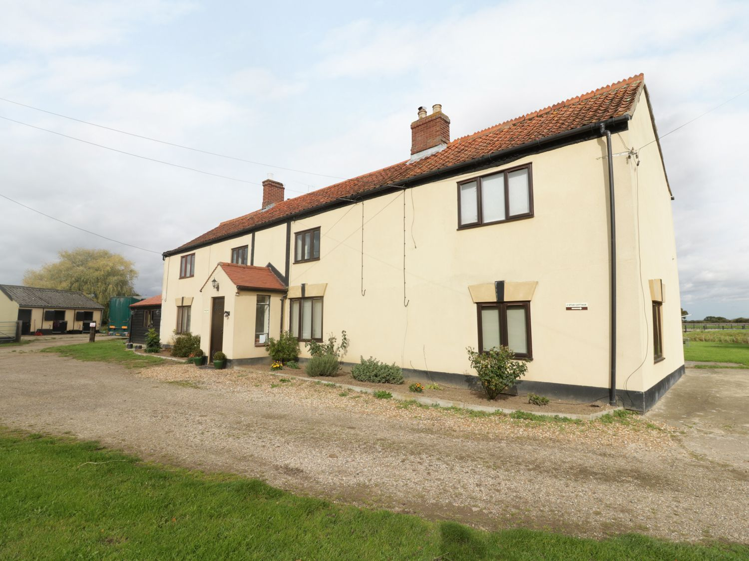 Grange Farmhouse In 2020 Norfolk Cottages Cottage Holiday Cottages To Rent