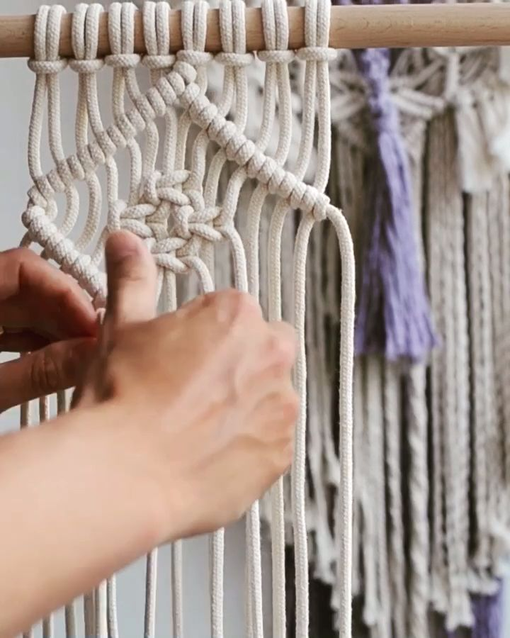 Learn how to make a small wall hanging using double half hitch and square knots