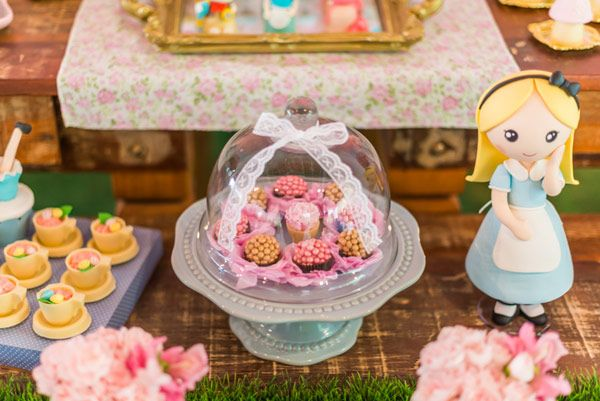 Pin Em Alice In Wonderland Party Ideas