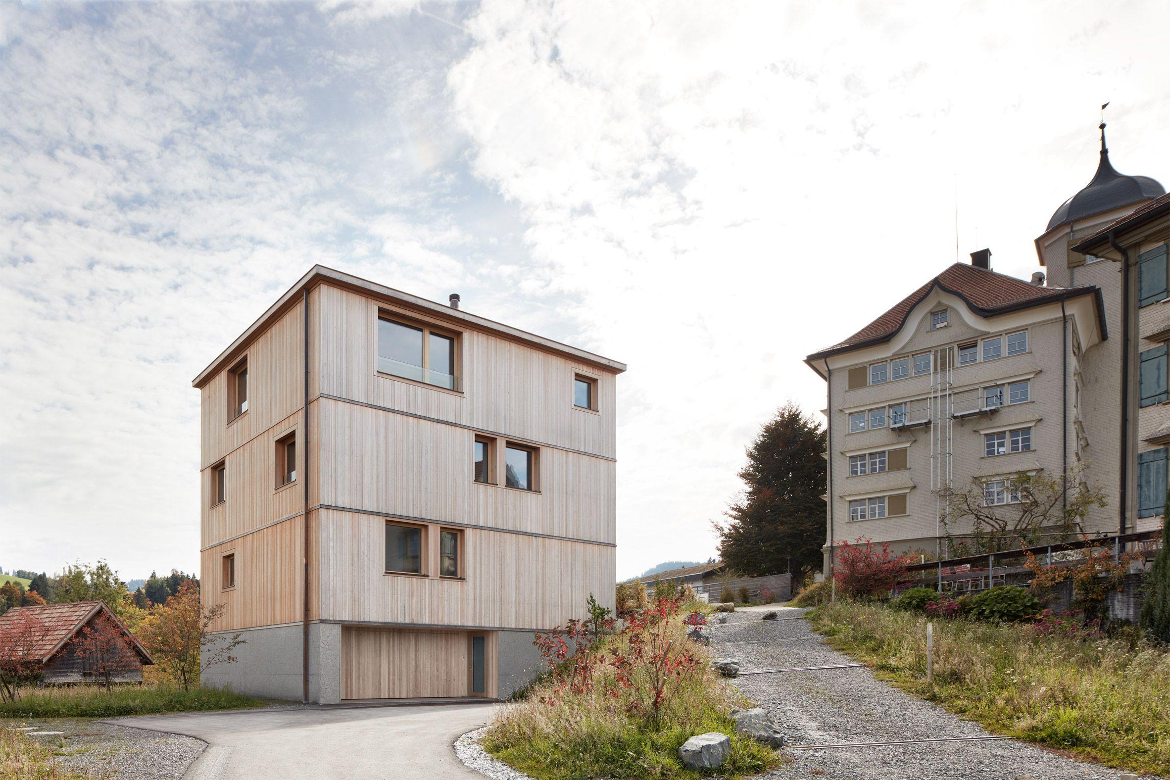 Kleines haus außendesign house on the schopfacker trogen appenzell switzerland by