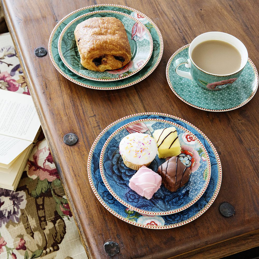 2c1f5eed2ec Add effortless style to everyday dining with this Spring to Life plate from Pip  Studio. Made from green porcelain, it takes inspiration from old botanical  ...