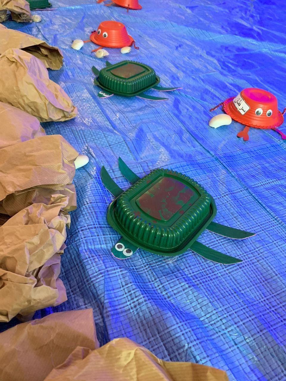 سلاحف و سلطعون بحر مصنوع من صحون بلاستيك وتم تلوينها بالبخاخ Vbs 2016 Submerged Fishing Game Clip Art