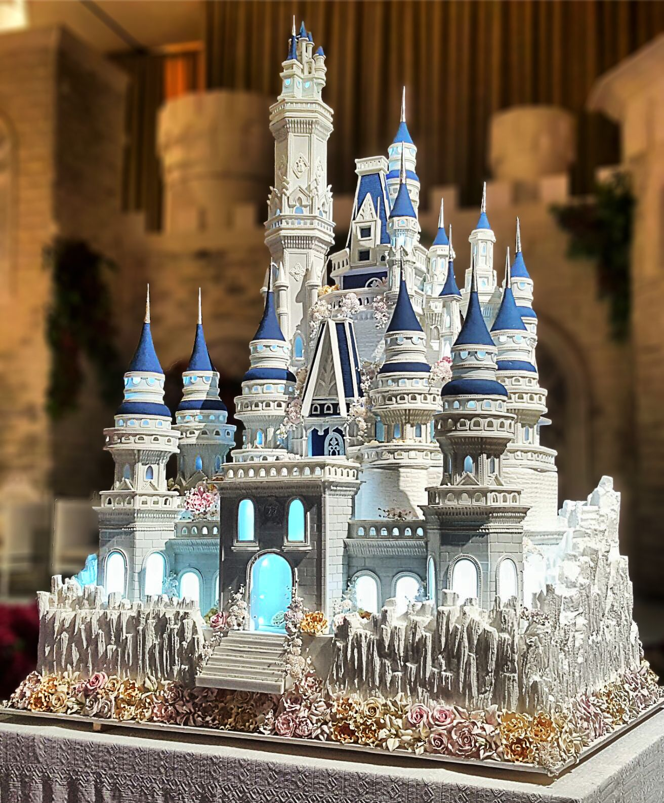 Another amazing 3 meters high and edible Castle wedding cake from