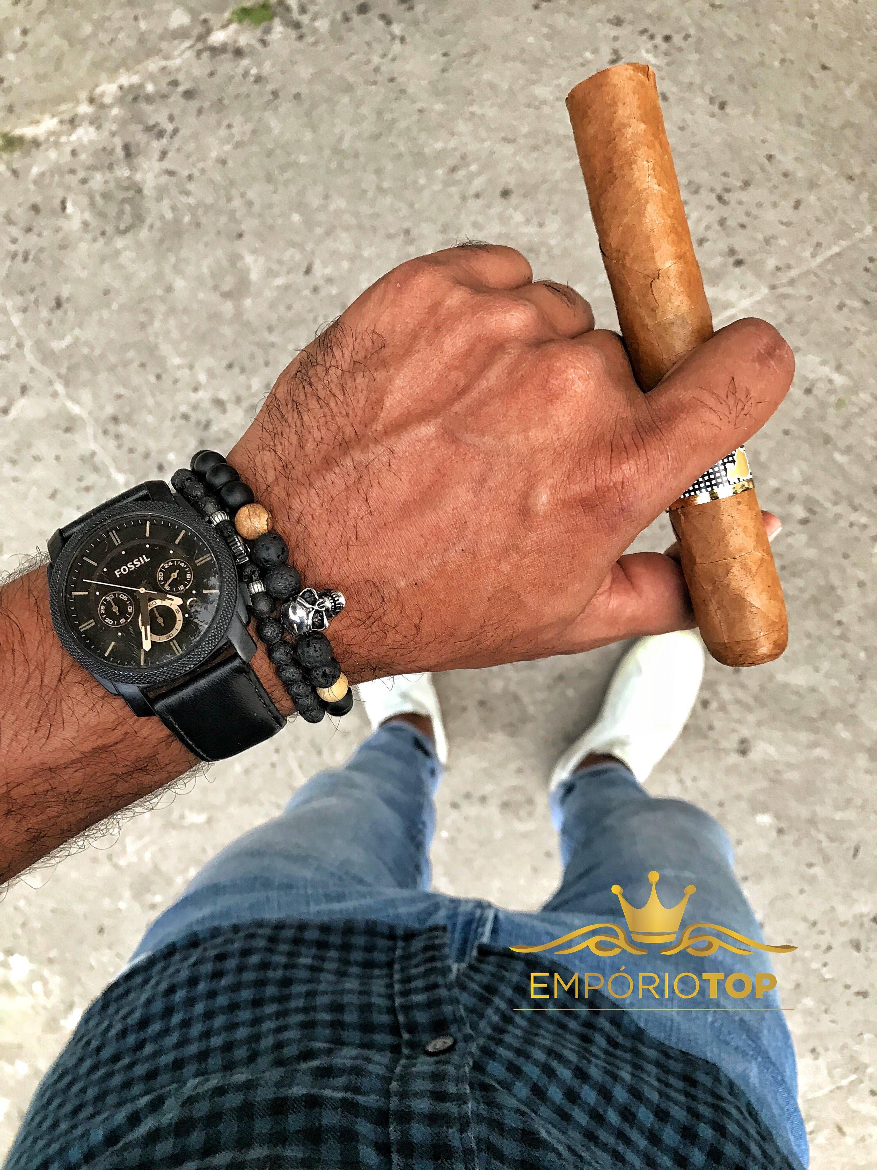 d4805b128e8b2 Pulseiras para combinar com o seu relógio  Que tal essa sugestão  .   pulseiradepedra  menstyle  estilo  pulseirismo  emporiotop   pulseiramasculina ...