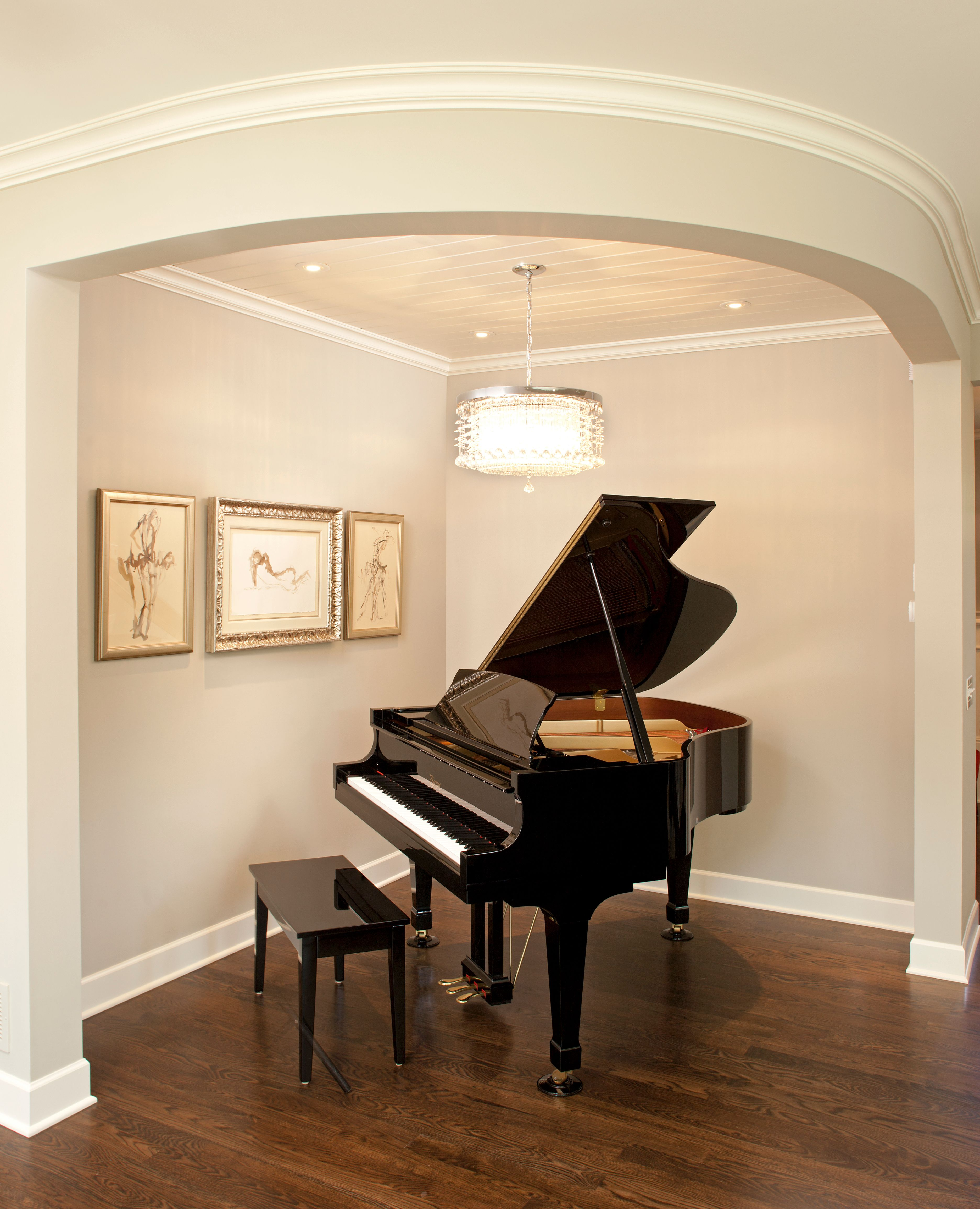 Baby grand piano on dark wood floors with white enameled for Piano room decor