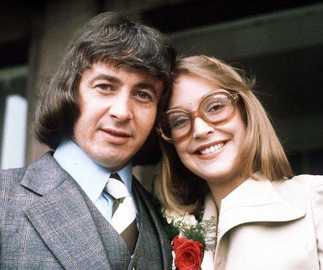 Deirdre Barlow: Anne Kirkbride, 60, dies following 43 years on Coronation Street (19 Jan 2015) | Corrie wedding: Deirdre Hunt (Anne Kirkbride) weds Ray Langton (Neville Buswell) in 1975