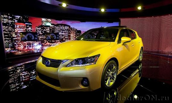 Lexus CT200h / Лексус CT200h на автосалоне в Детройте