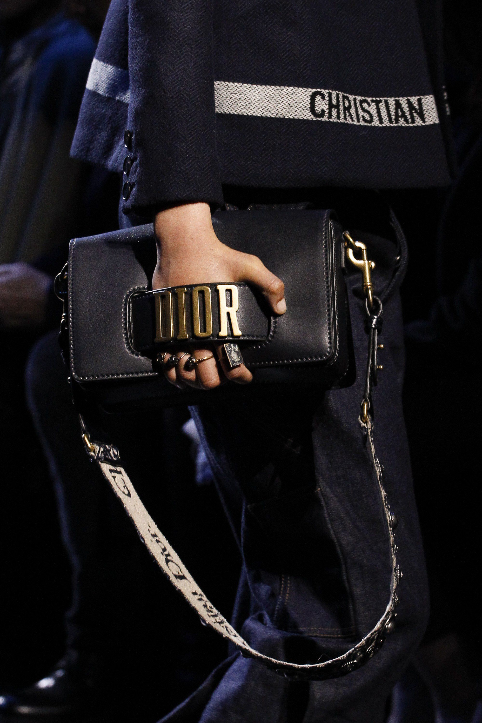 See detail photos for Christian Dior Fall 2017 Ready-to-Wear collection. 988d9ec4b4f3f