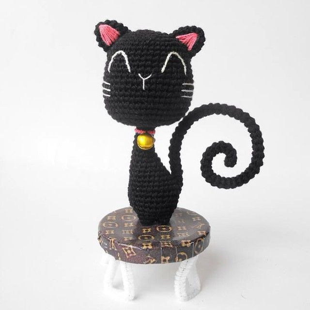 Hiso cat sitting on a chair louis | amigurumi 2 | Pinterest