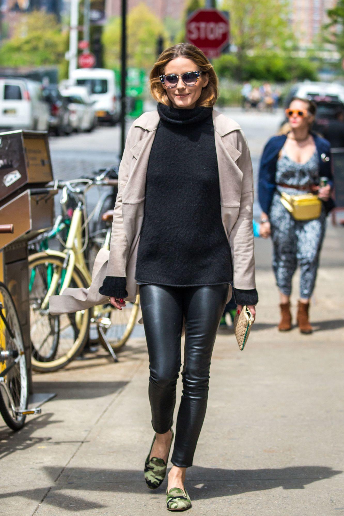 075b7101f0 Olivia Palermo no se separa de sus pantalones de cuero en sus looks ...