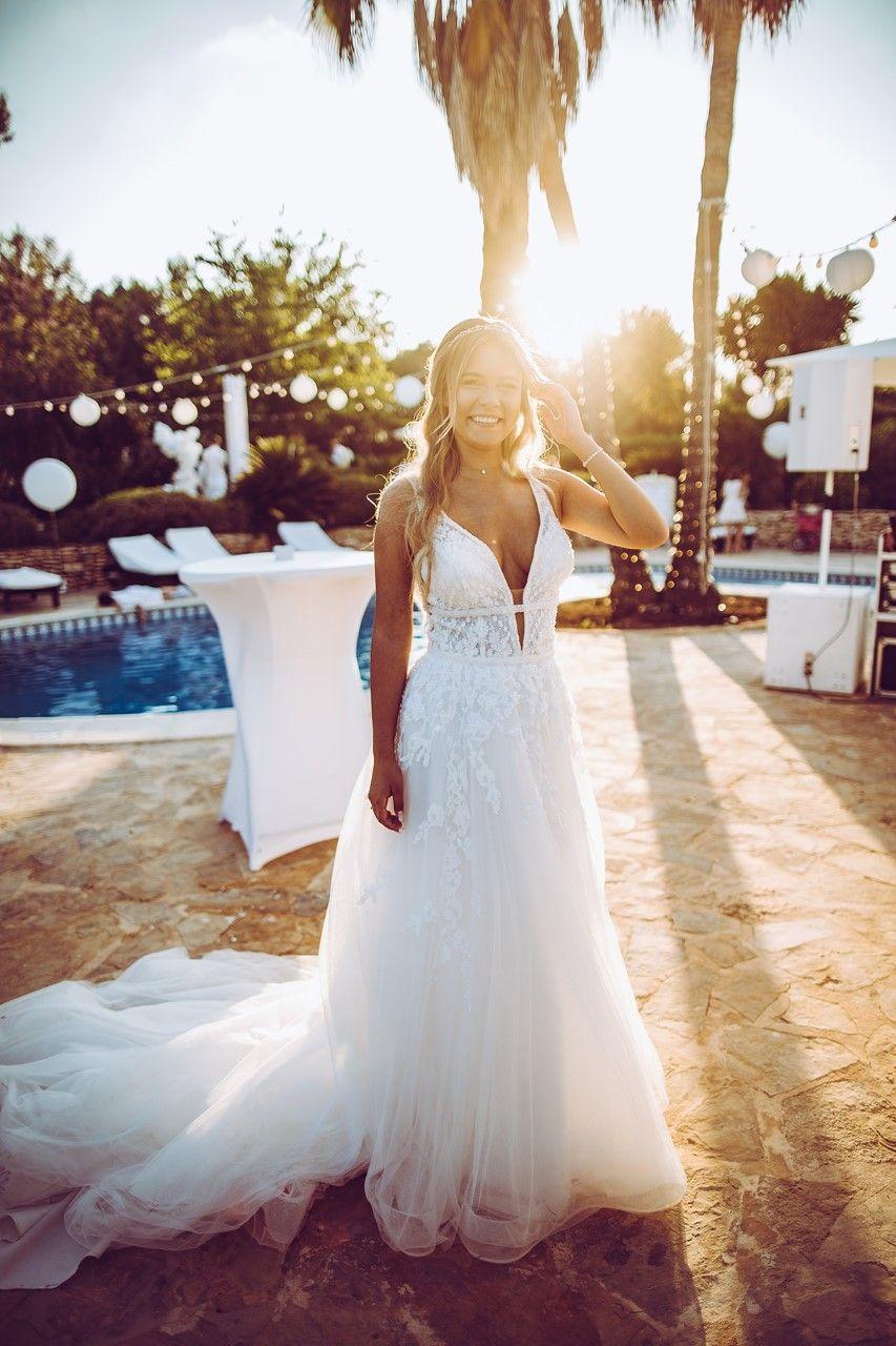 YouTube-Star Dagi Bee sagt Ja in einem Brautkleid aus unserem