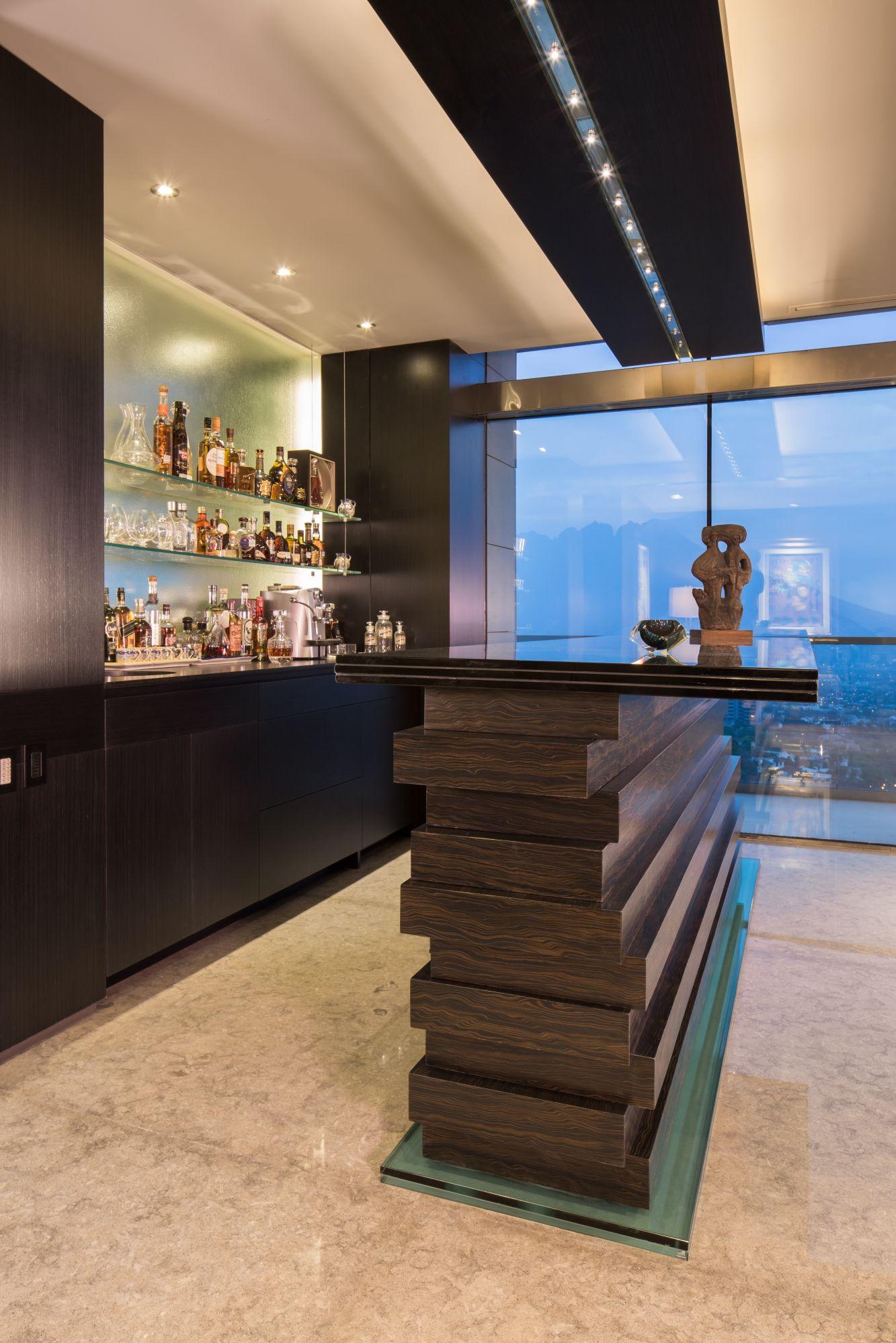 Detalle de barra para bar de penthouse por ana landa de for Barra bar moderna
